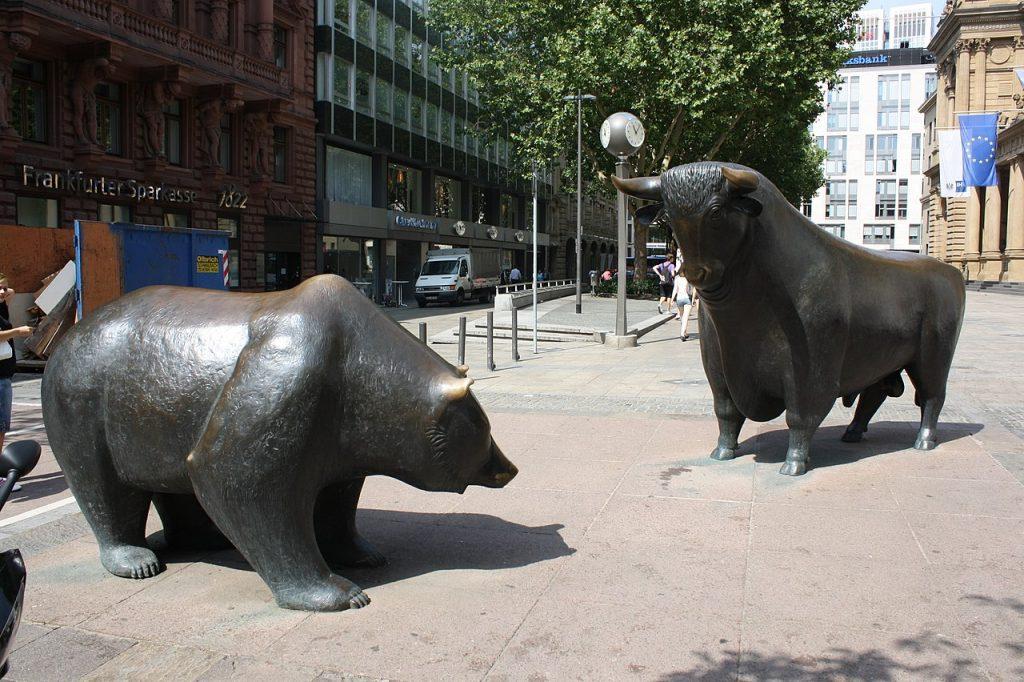 les statues du taureau et de l'ours à la bourse de Francfort en Allemagne