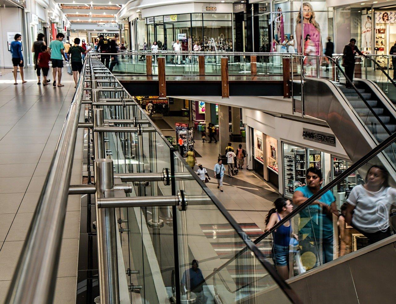 Devanture de magasin : comment la choisir pour attirer des clients ?